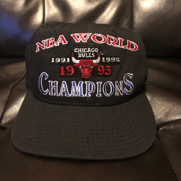 ef462be4aa4 Vintage Chicago Bulls World Champion Starter Hat. M 5c466e1ebb761557ed13e411